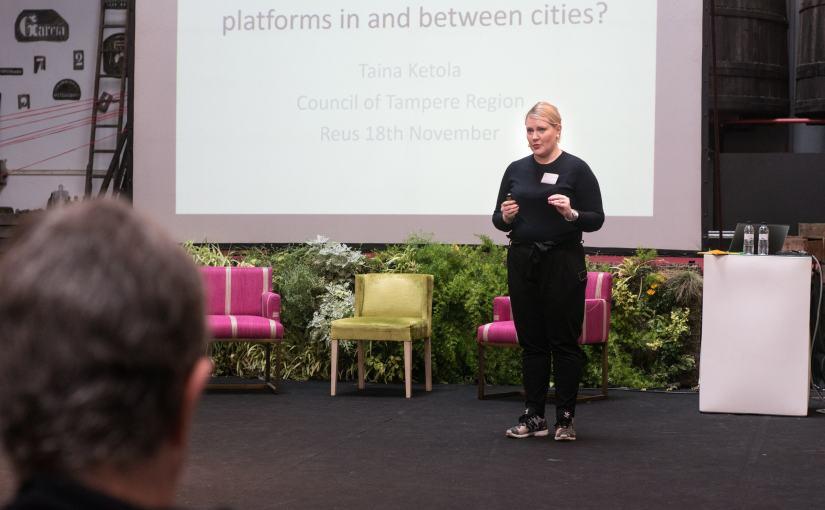 Kuva: Reusin kulttuuripääkaupunkii tapahtumassa kertomassa kaupunkien välisestä innovaatioalustojen kehitystyöstä.